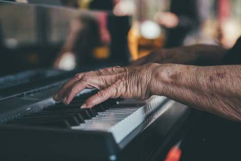 person playing piano learn an instrument stock photo pexels-photo-110165