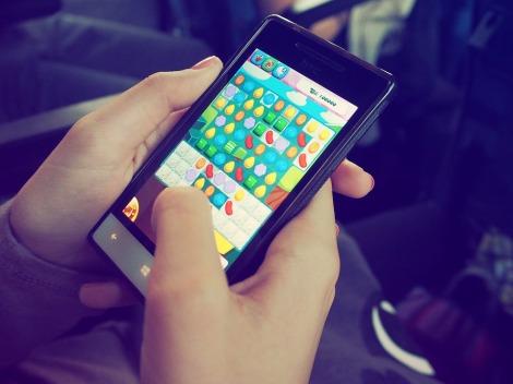 candy crush gaming smart phone stock photo pixabay