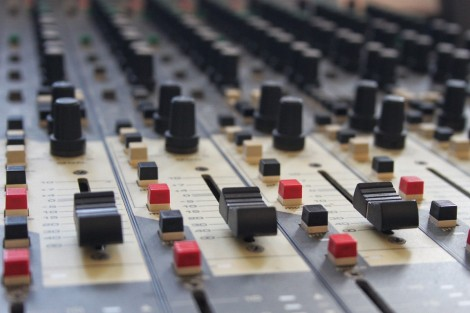 mixing_desk_music_mixing_desk_equipment_audio_professional_mixer-682307.jpg!d stock photo