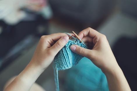 girl knitting scarf pixabay stock photo